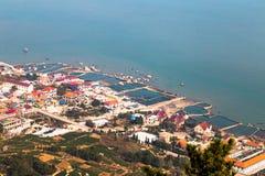 老山山,青岛海岸的渔村  免版税图库摄影