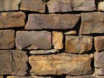 老岩石墙壁100岁 库存照片