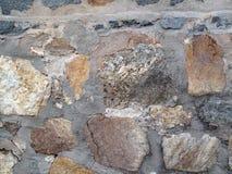 老岩石墙壁 免版税库存图片
