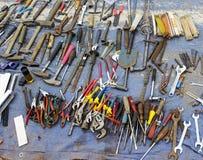 老工具在跳蚤市场上 库存照片