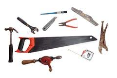 老工具棚子工具 被隔绝的葡萄酒钳子,木锯,手dri 免版税库存图片