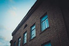 老工厂厂房,后退的标志 库存照片