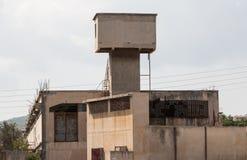 老工厂被放弃的大厦户外 免版税图库摄影