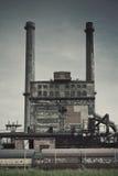老工厂铁器和烟囱 免版税库存图片