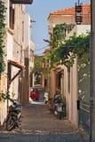 老市的狭窄的街道罗得岛 免版税图库摄影