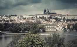 老布拉格全景,葡萄酒口气 图库摄影