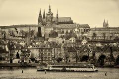 老布拉格和圣Vitus大教堂看法。 库存照片