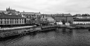 老布拉格和圣Vitus大教堂看法  免版税图库摄影