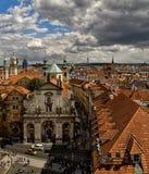 老布拉格屋顶  从查尔斯Brid的塔的看法 免版税库存图片
