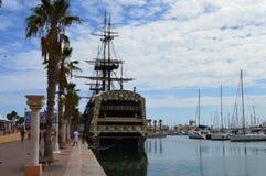 老帆船在阿利坎特港口 库存图片