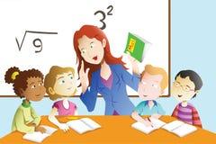 老师和学生在教室 免版税库存照片