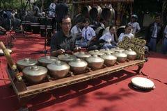 老师和爪哇Gamelan 免版税库存图片