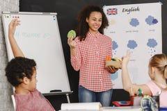 老师和英语课 库存图片
