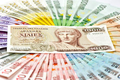 老希腊德拉克马和欧洲金钱兑现钞票 灼烧的硬币概念危机欧元例证 库存图片