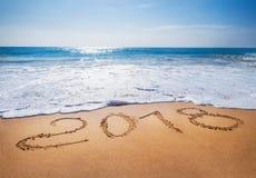 老年2018年到期概念含沙热带海洋海滩lette 免版税库存照片