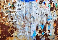 老广告和海报夺取在墙壁上 免版税库存图片