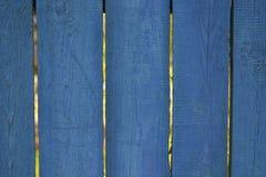 老广告的,木板条篱芭蓝色背景 免版税库存图片