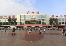 老广州火车站在广东中国、西部火车站主楼和正方形在小行政区的 免版税库存照片