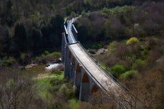 老废弃的铁路桥 免版税库存图片