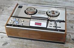 老开盘式的录音机和球员 免版税库存图片