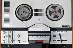 老开盘式的录音机和球员 库存图片