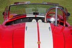 老式样跑车AC眼镜蛇红色仪表板  葡萄酒汽车样式 免版税图库摄影