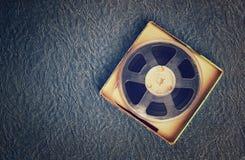老录音磁带、开盘式的类型和箱子顶视图  库存图片