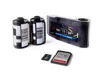 老影片照相机弹药筒&微SD和SD卡片 库存照片
