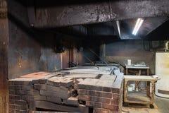 老得克萨斯BBQ肉类市场空的坑室在西部得克萨斯, Ameri 图库摄影