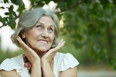老微笑的妇女 库存图片