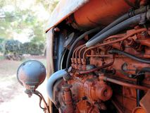 老意大利履带拖拉机 免版税图库摄影