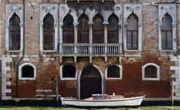 老意大利语Palazzo 免版税库存图片