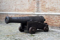 老战争大炮在安科纳,马尔什,意大利 免版税库存图片