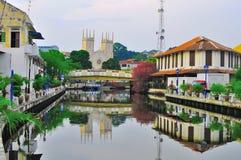老房子和大厦在Melaka河城市 免版税库存照片