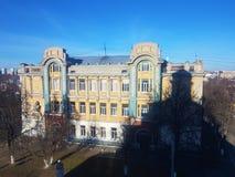 老房子和建筑学在弗拉基米尔,金黄圆环 免版税库存照片