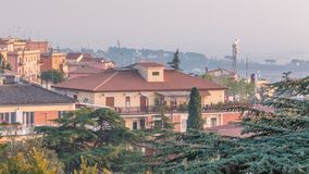 老房子和树在日落期间在阿尔巴诺拉齐亚莱timelapse,意大利美丽的镇  股票视频