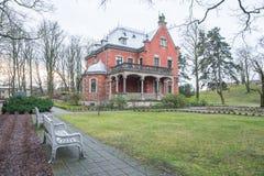 老房子和自然在拉脱维亚,里加在1月 历史buil 库存照片