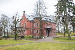 老房子和自然在拉脱维亚,里加在1月 历史buil 免版税库存照片