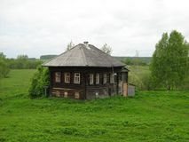 老房子和自然 库存图片