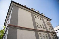 老房子在慕尼黑,巴伐利亚,有蓝天的 免版税库存图片