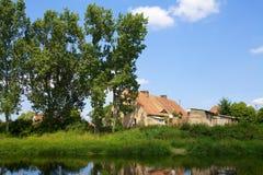 老房子在村庄 免版税库存图片