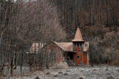 老房子在森林里 图库摄影