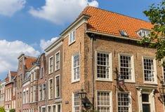 老房子在莱顿的历史的中心 免版税库存照片