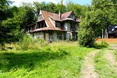 老房子在被命名Villa Borek的扎科帕内 免版税库存照片