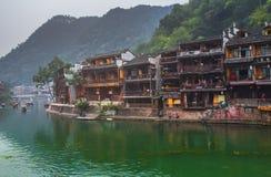 老房子在2013年10月22日的凤凰牌县在湖南,中国 凤凰牌古镇增加了到联合国科教文组织世界Herita 免版税库存照片