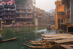 老房子在2013年10月22日的凤凰牌县在湖南,中国 凤凰牌古镇增加了到联合国科教文组织世界Herita 图库摄影