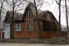 老房子在Kimry 免版税库存照片