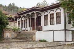 老房子在Zheravna Jeravna 村庄是保加利亚全国复兴期间第18和第19 centu一种建筑储备  免版税库存图片