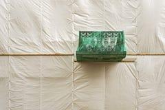 老房子恢复门面在白色帐篷下的 库存图片