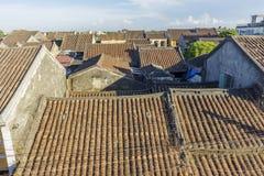 老房子的屋顶在会安市老镇 库存照片